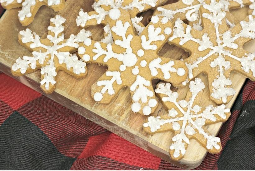 snowflake gingerbread cookies