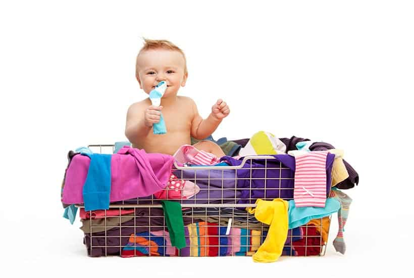 CLOSET-ORGANIZATION-IDEAS-BABY-IN-BASKET